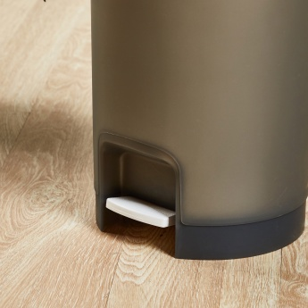 Keep Clean Round Pedal Bin