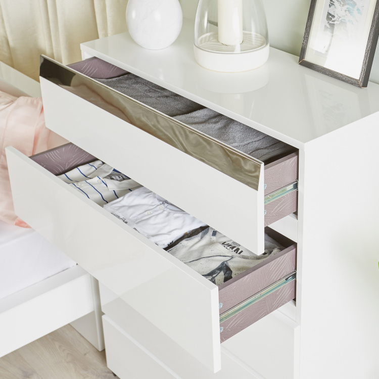 Betrib Chest of 5-Drawers