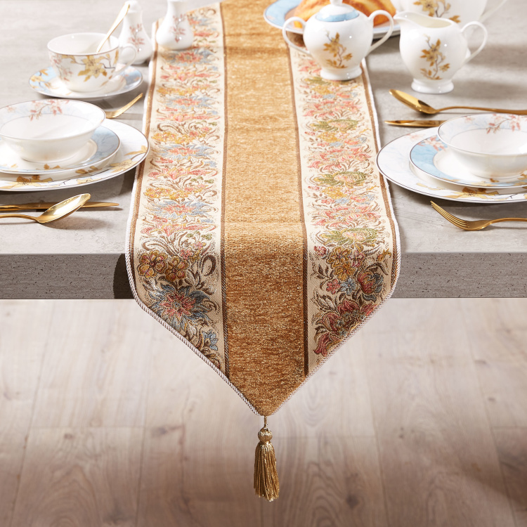 Majolika Jacquard Table Runner