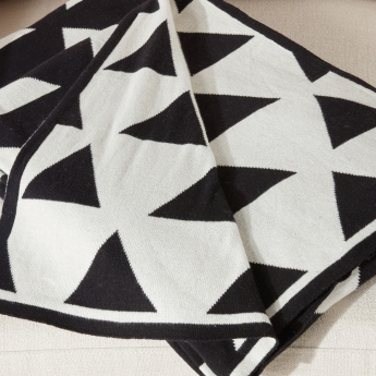 Knitted Geometry Printed Reversible Throw - 150x200 cms