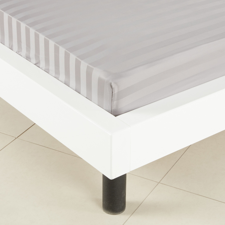 Satin Striped Full Fitted Sheet - 120x200 cm