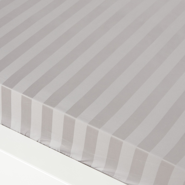 Satin Striped Queen Fitted Sheet - 205x155 cms