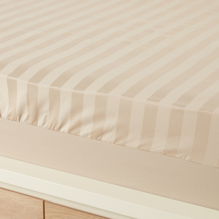 Satin Striped Super King Fitted Sheet - 200x210 cm